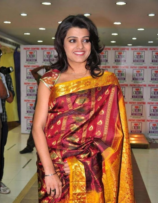 tashu kaushik in saree actress pics