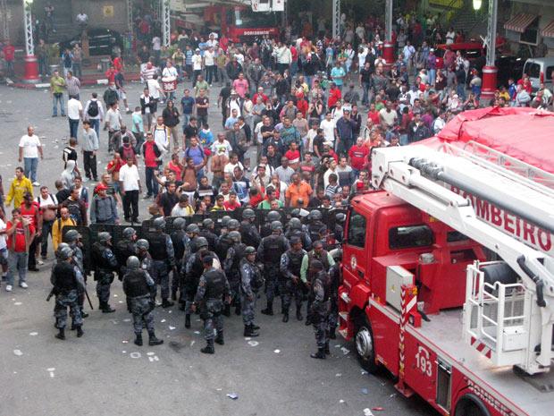 Brasil: A REPRESSÃO AOS BOMBEIROS NO RIO DE JANEIRO