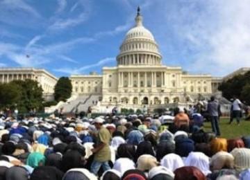 Muslim Amerika shalat berjamaah di Capitol Hill