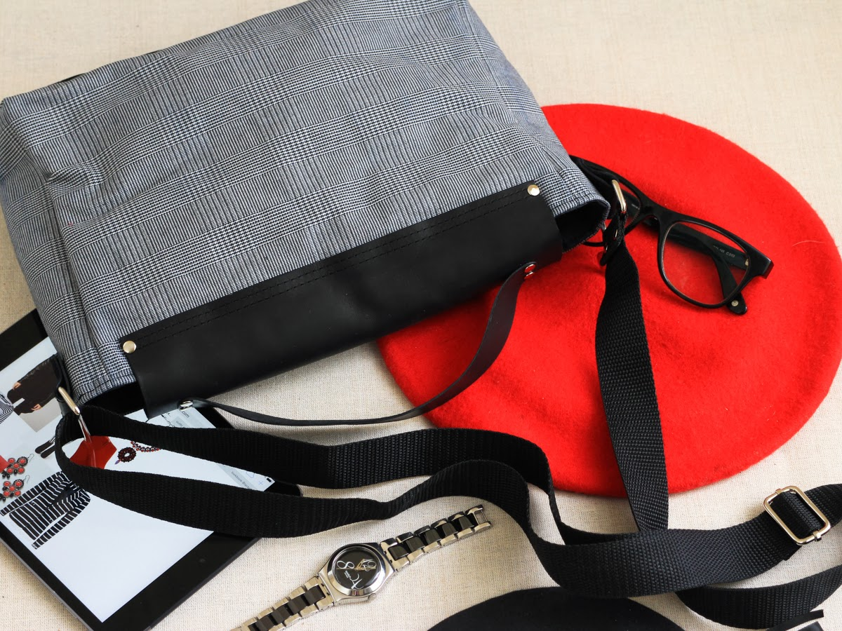Кожаный портфель черно-белую клетку