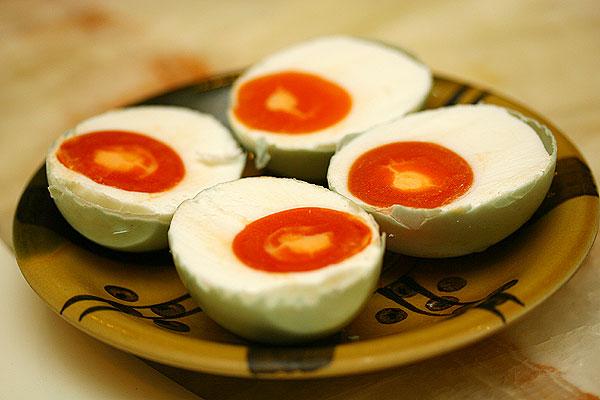 atau telur bebek meski tidak menutup kemungkinan memakai telur lain