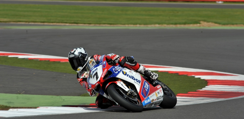 Stu S Shots R Us Tom Sykes Atop The Leaderboard After Day 1 At Silverstone Round 10 Of The 2012