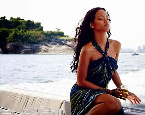 Candid Photoshoot : Rihanna Photoshoot For Hot and Sexy 2014 Pictures
