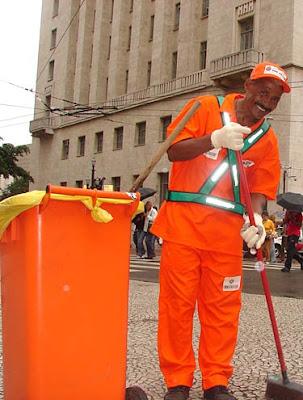 1 de maio: Homenagem ao trabalhador brasileiro:gari