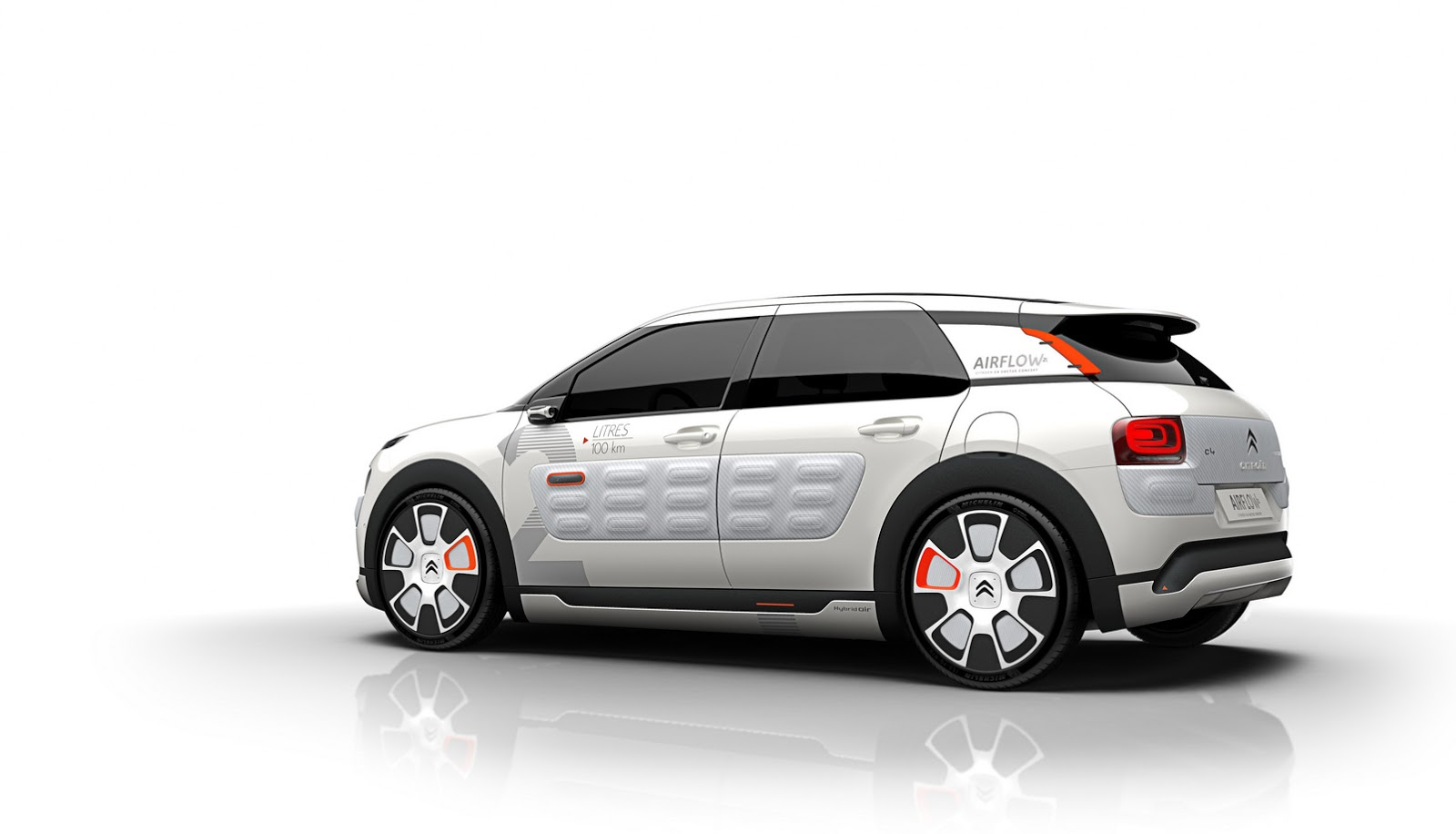 new citroen c4 cactus airflow 2l concept gets 2l 100km or 141mpg carscoops. Black Bedroom Furniture Sets. Home Design Ideas