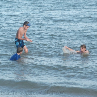 Kids playing in Ocean. Do I Know How to Play?(poem) brokenbreadandsmallfish.com