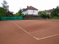 イギリスのテニス 英国に多いクレイコート キッズテニスには足に優しい