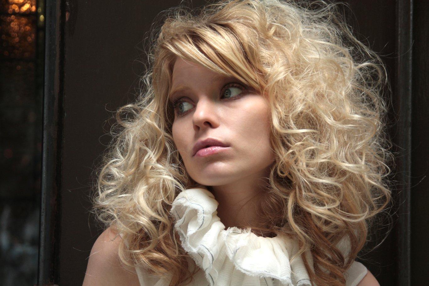 Discussion on this topic: Kristen Johnston born September 20, 1967 (age 51), gina-bramhill/