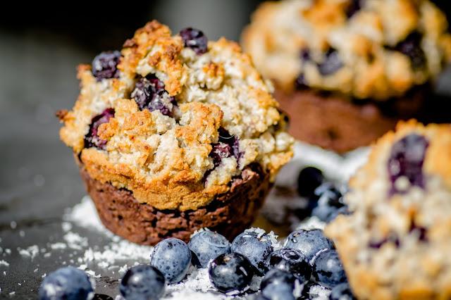 was schickes schoko kokos muffins mit heidelbeeren. Black Bedroom Furniture Sets. Home Design Ideas
