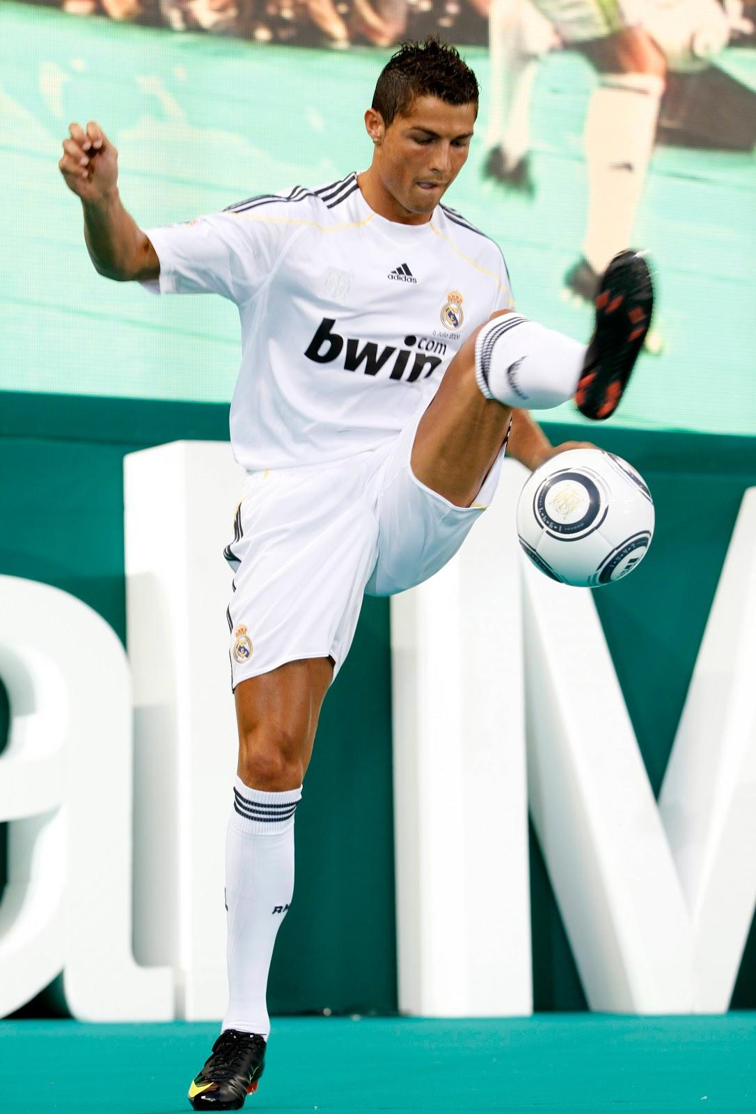 http://2.bp.blogspot.com/-Kkj1RqyDnSQ/TwQX32pvEKI/AAAAAAAAIZw/U16YZMO57lY/s1600/Cristiano+Ronaldo++19.jpg