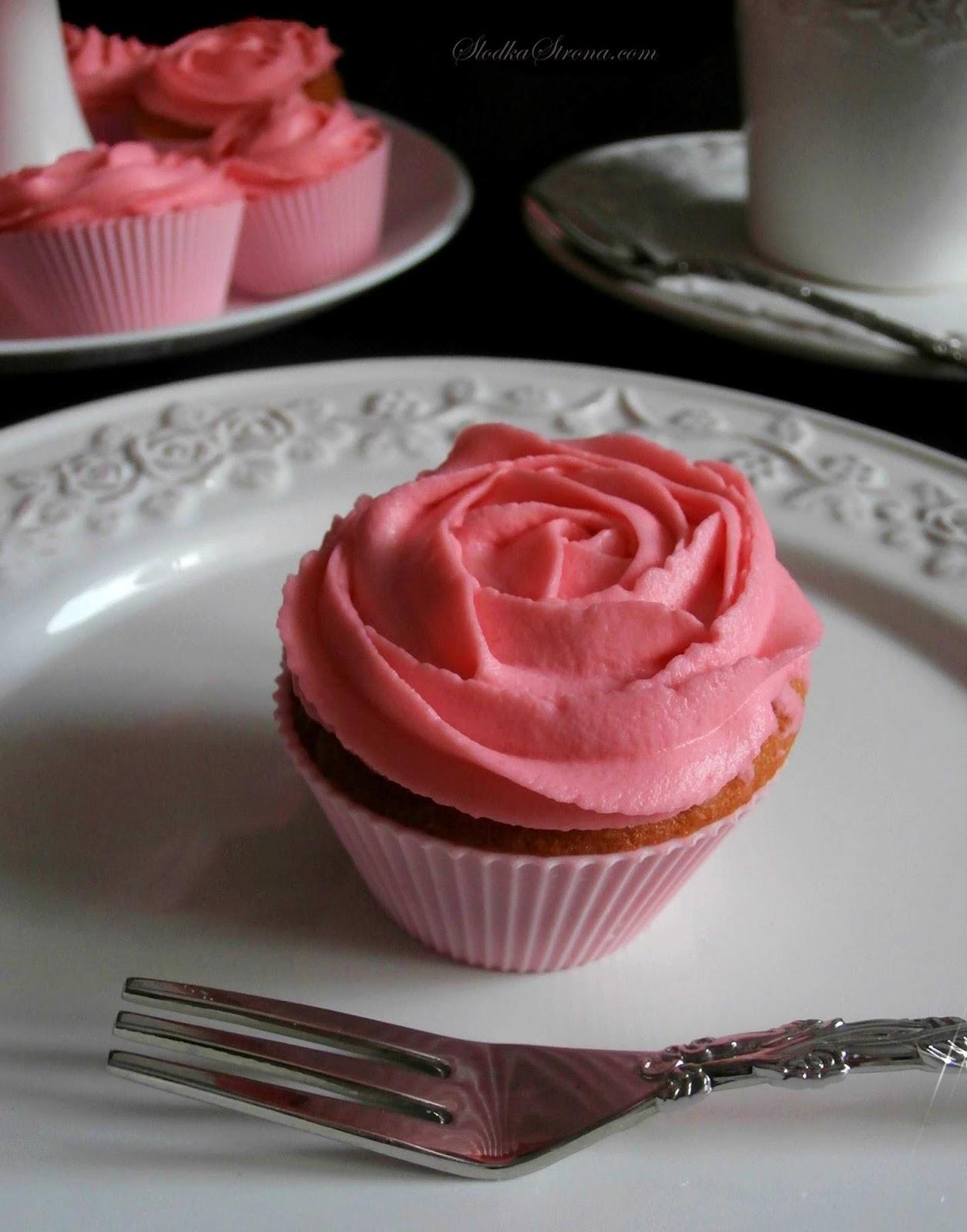 Babeczki - Różyczki z Aksamitnym, Delikatnym  Kremem z Mascarpone - Przepis - Słodka Strona