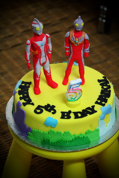 Rizq Cakes ultraman max and mebius