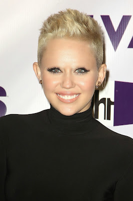 Miley Cyrus with no eyebrows www.thebrighterwriter.blogspot.com