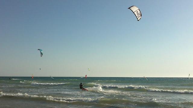 Kitesurfen in Conil de la Frontera aan de Costa de la Luz