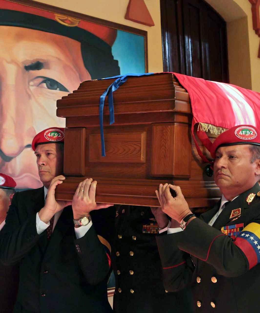 Chávez morreu dois meses antes do enterro oficial, diz ex guarda-costa