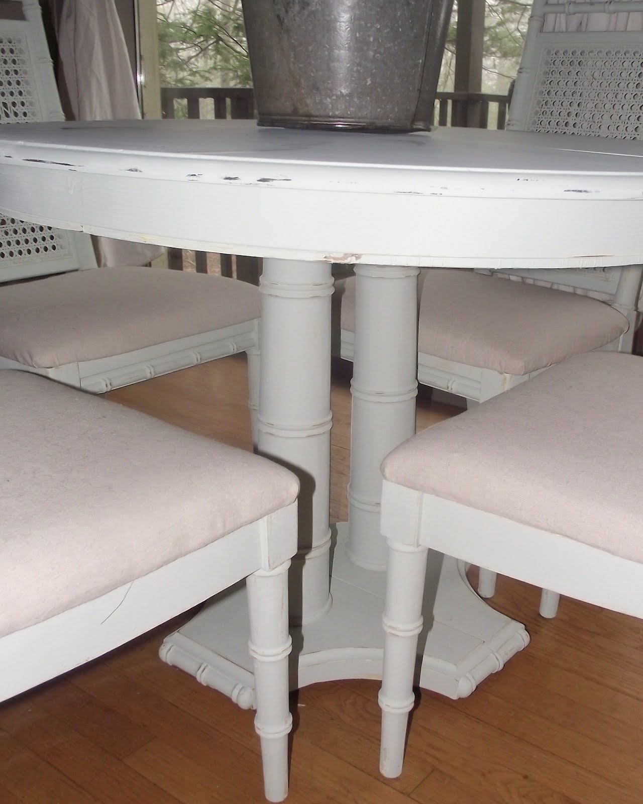 Serendipity chic design the ugliest table and chairs made for Pretty html table