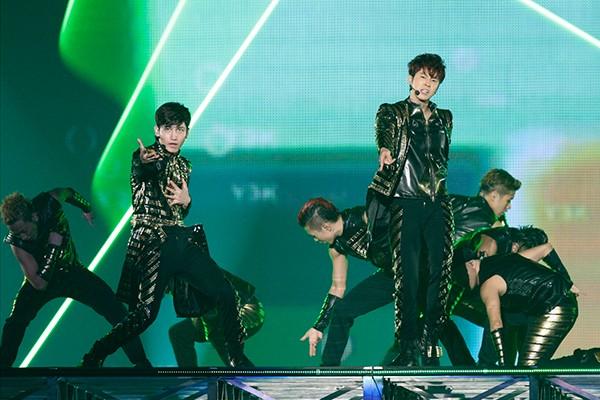 [TV-Variety] M-ON! LIVE 東方神起 「東方神起 LIVE TOUR 2013 ~TIME~」 (2016.10.05/TS/6.23GB)