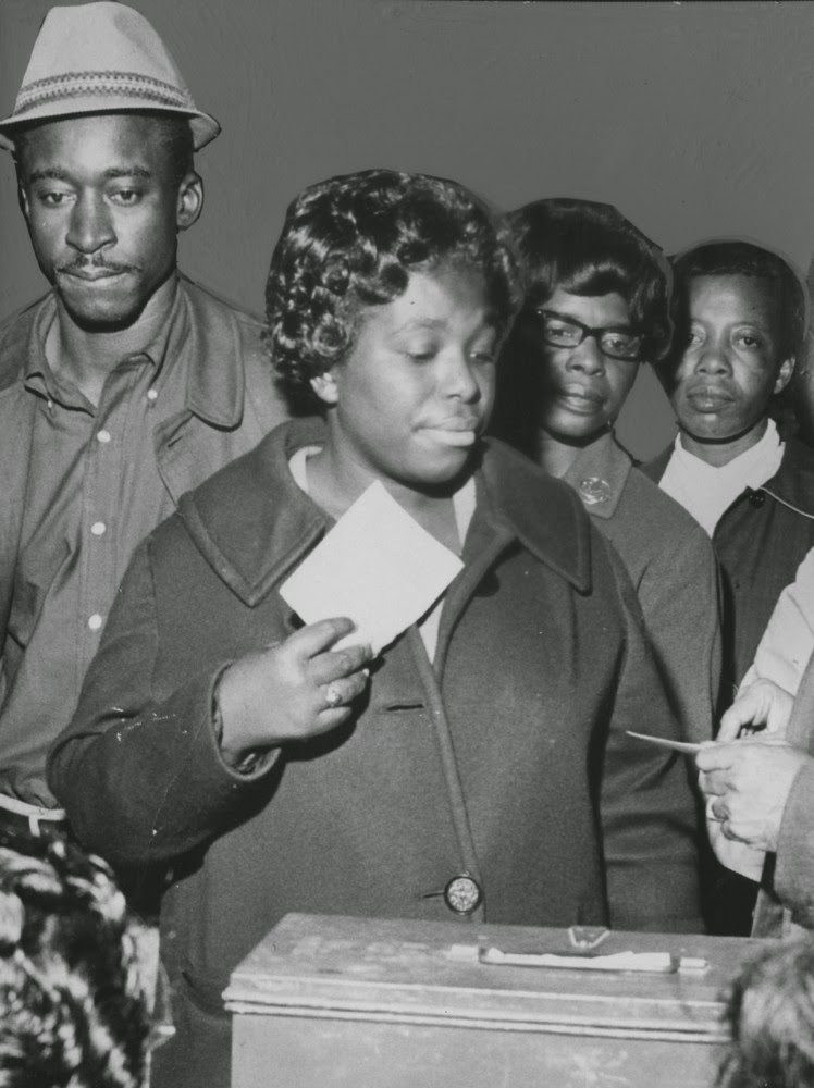 vintage everyday: Historic Photos of Women Voting Throughout the Years