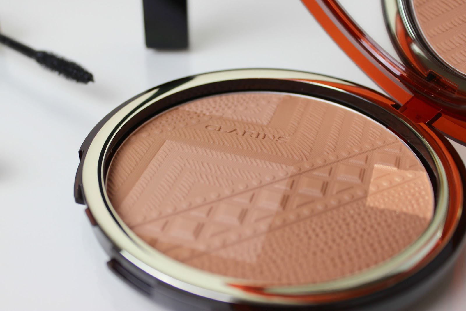 A picture of the Clarins Colours of Brazil Summer Bronzing Compact