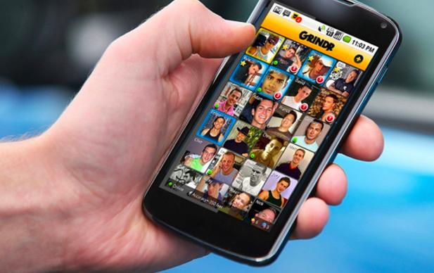 Como um aplicativo baseado em localização móvel, Grindr usa sua rede de celular ou o sinal Wi-Fi para identificar a sua localização física de modo que você pode conversar e interagir com os caras mais próximo.