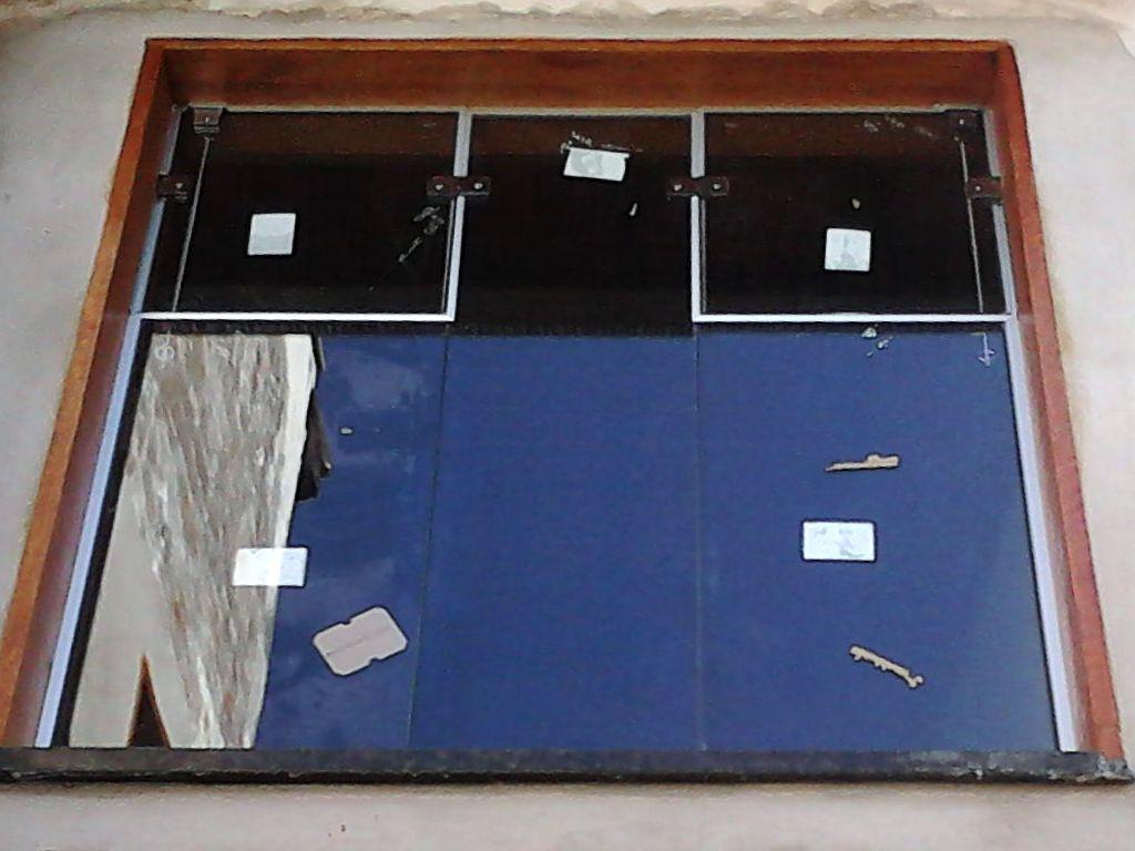#6A3523 instalação de vidros incolor nas janelas porta modelo stanley e  1592 Vidros Nas Janelas