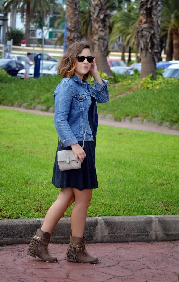 look_outfit_boho_chic_botas_flecos_vestido_lolalolailo_01