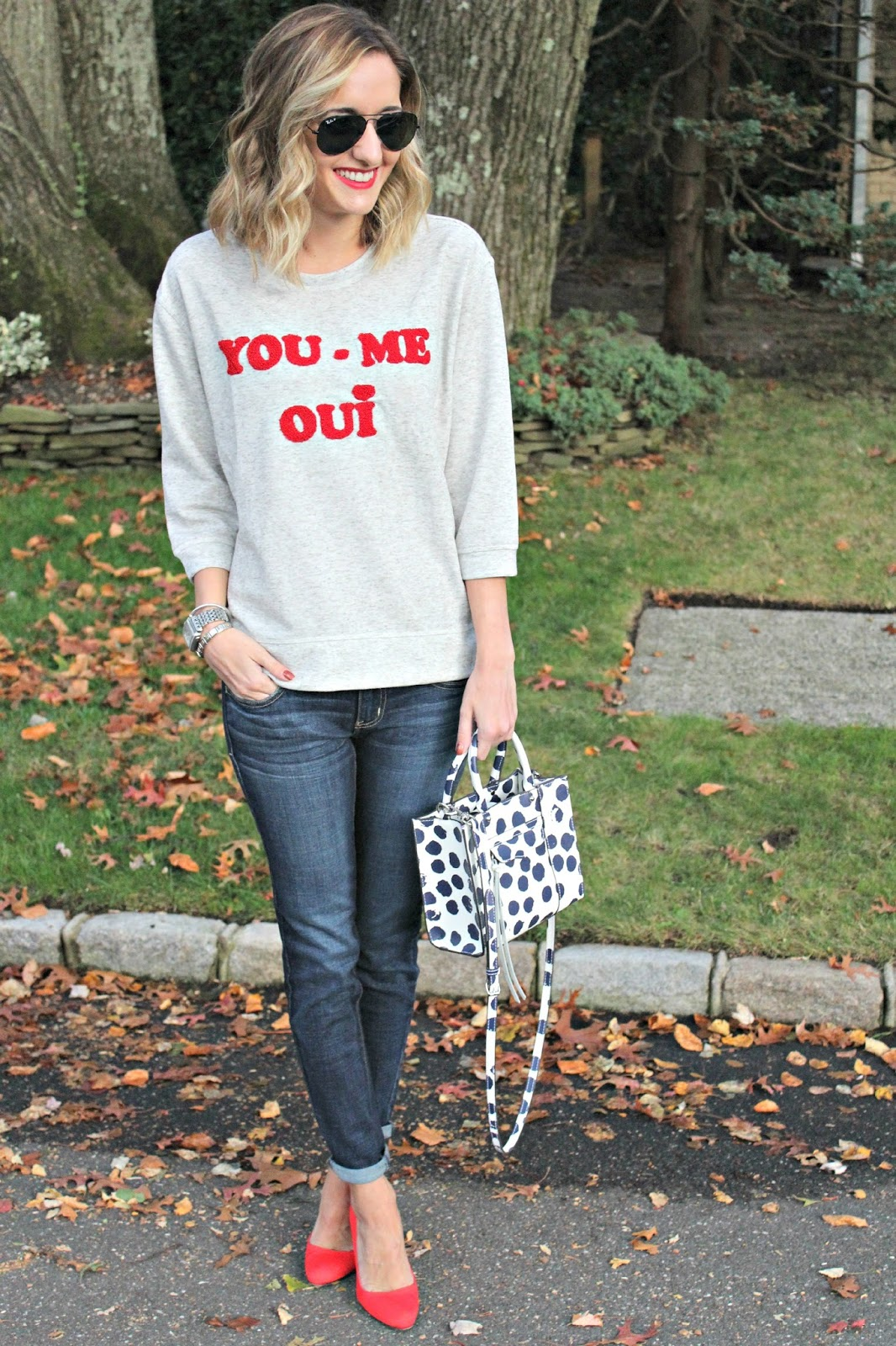 casual weekend sweatshirt outfit