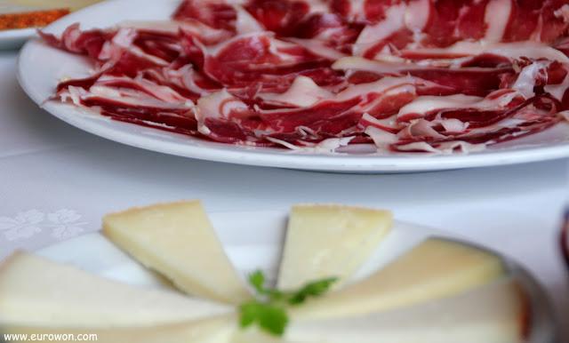 Jamón y tabla de quesos