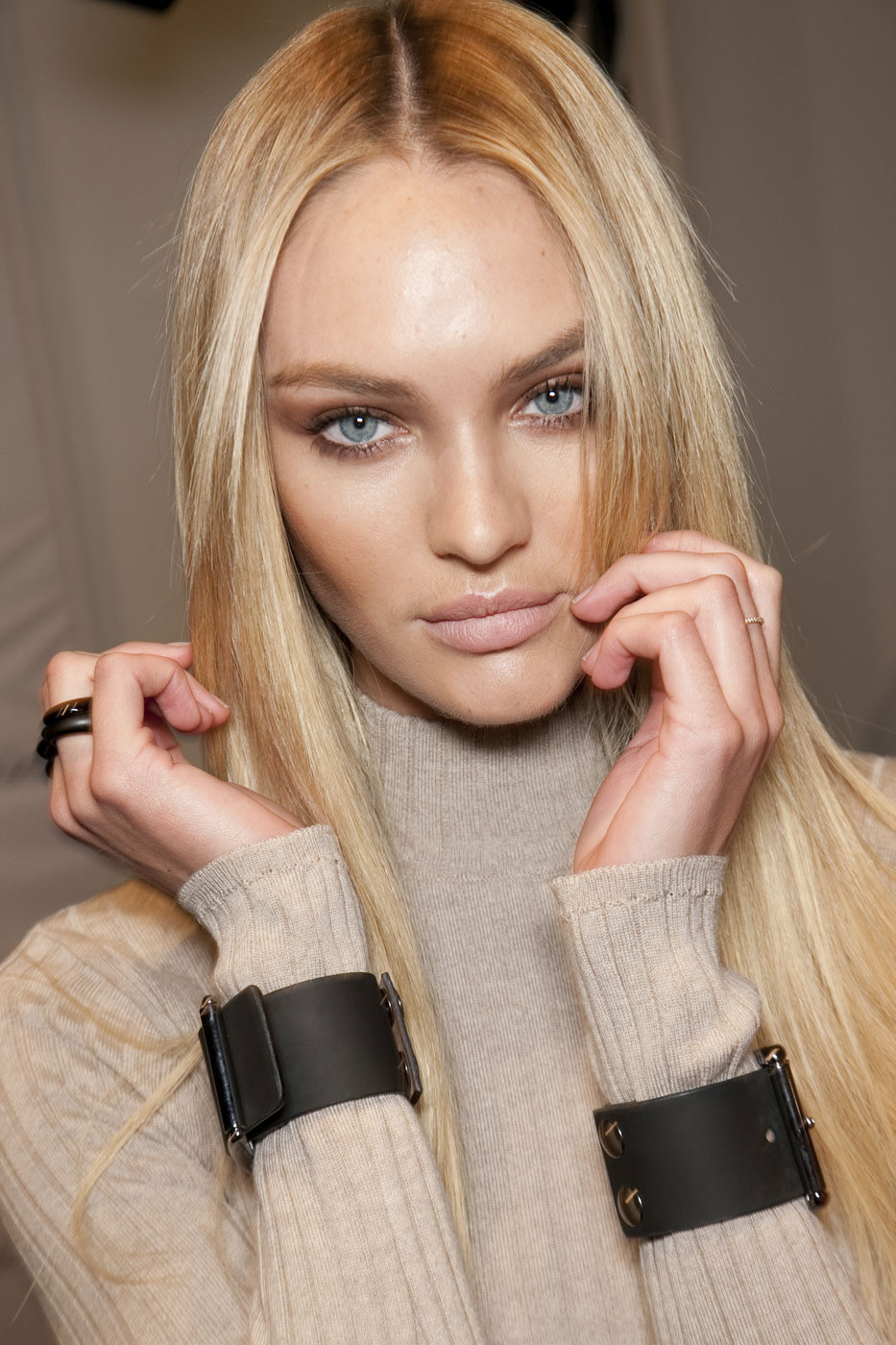 Candice Swanepoel Backstage Fashion Shows 2011 HQ