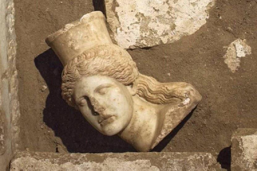 Missing Amphipolis sphinx head discovered