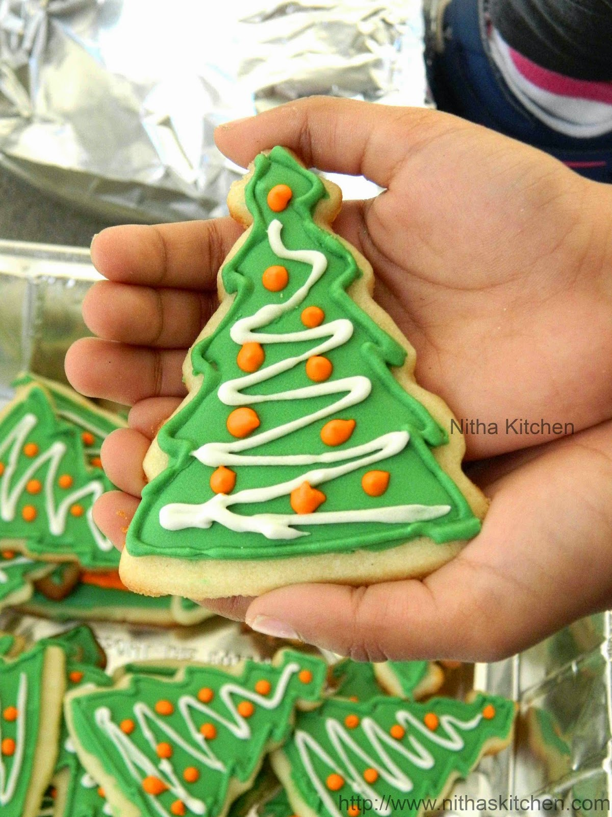 Nitha Kitchen: Christmas Sugar Cookies with Royal Icing Recipe