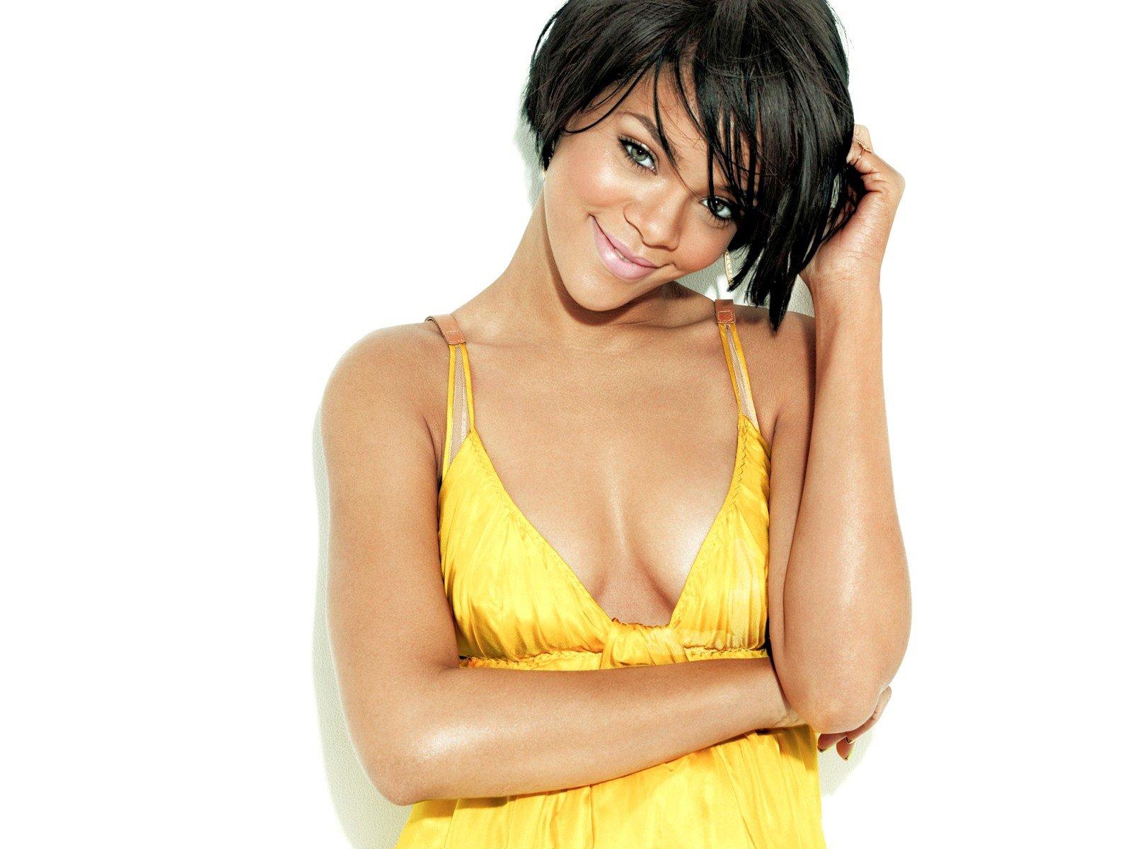 http://2.bp.blogspot.com/-Kn6EhXROB68/T2JzykkHrtI/AAAAAAAAAhU/Z8D_uMaSDSc/s1600/Rihanna%2B3.jpg