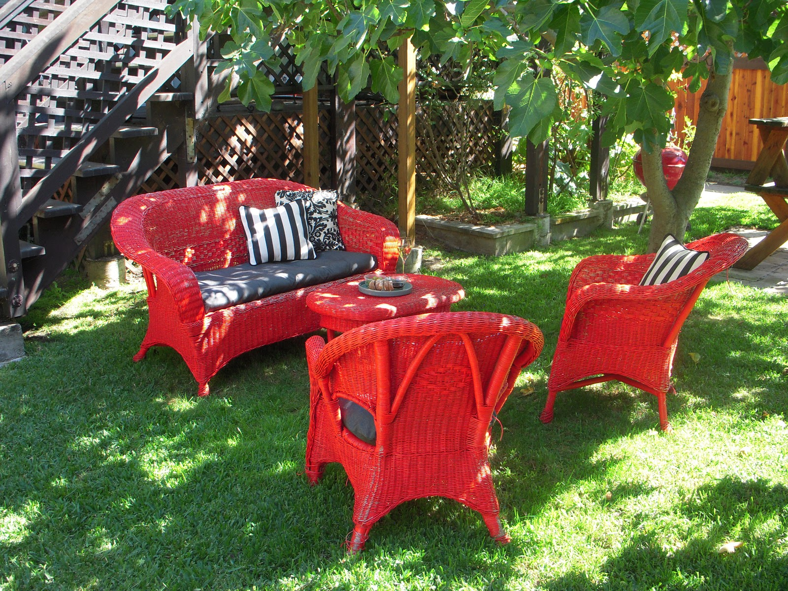 Lingering daydreams diy officially refurbished wicker - Garden furniture colour ideas ...