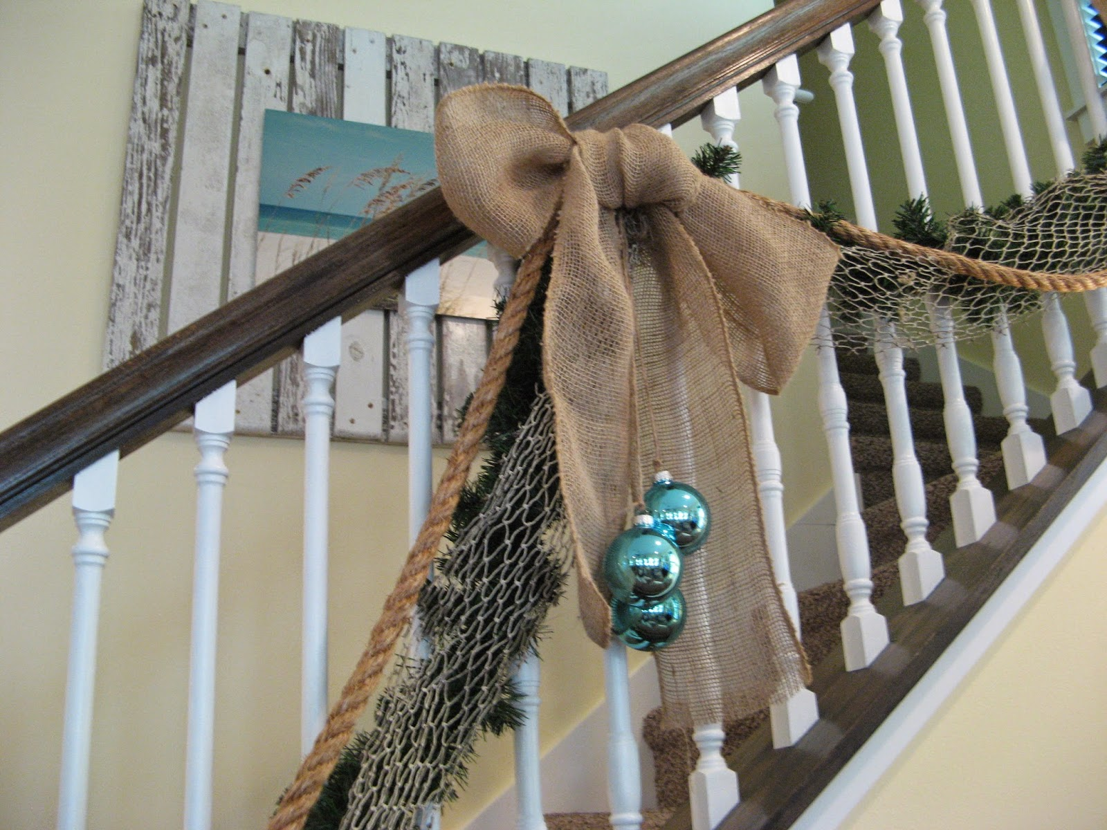 Beach Cottage Christmas - Banister