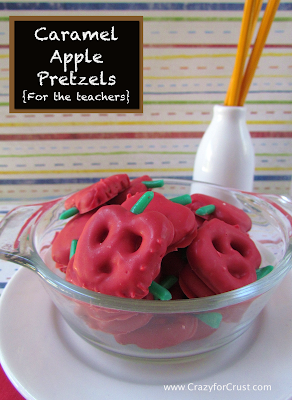 Caramel apple pretzels in a clear glass bowl with title