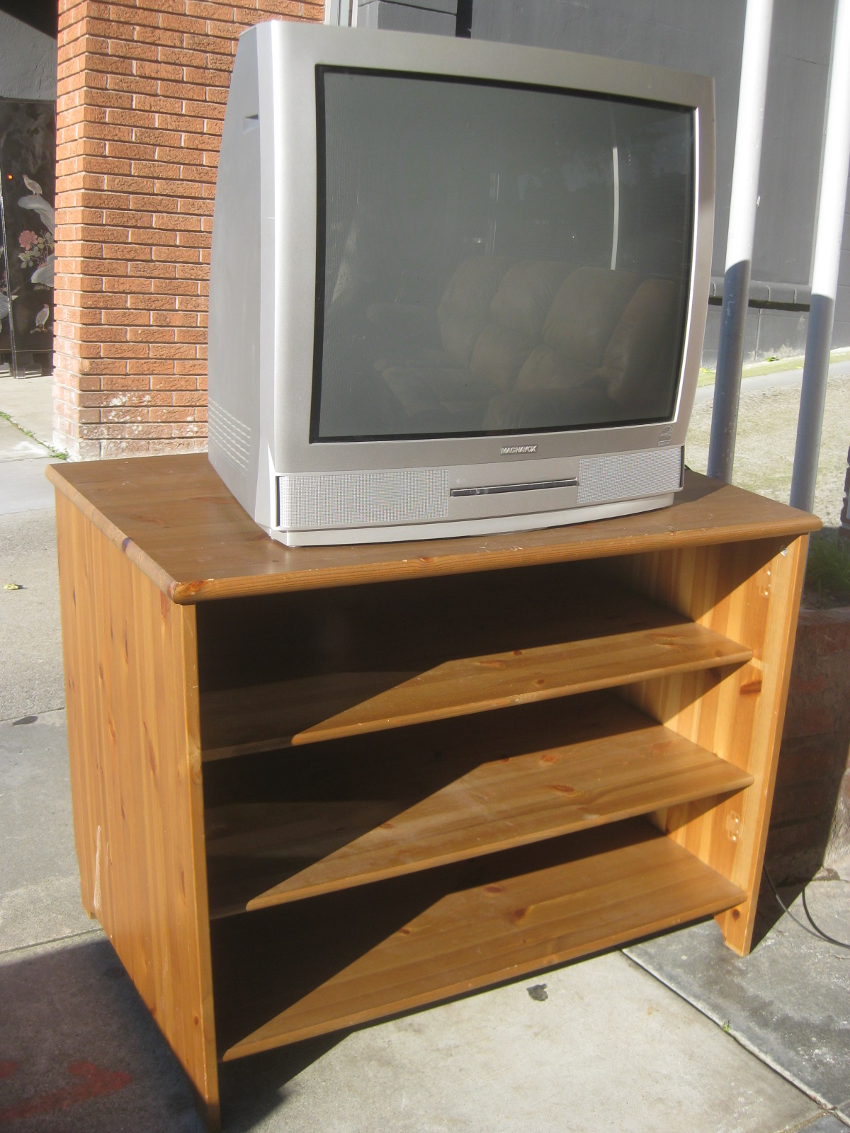 Uhuru Furniture Amp Collectibles Sold 2005 Magnavox 27