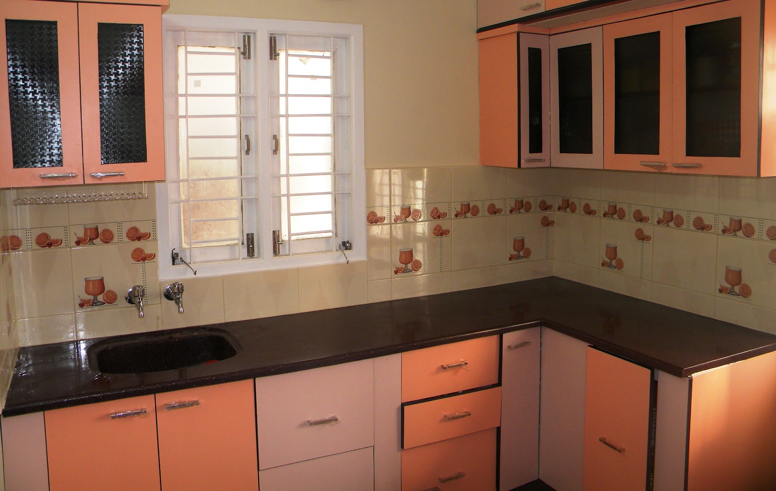 Indian kitchen interior design photos middle class picture for Indian house interior designs kitchen