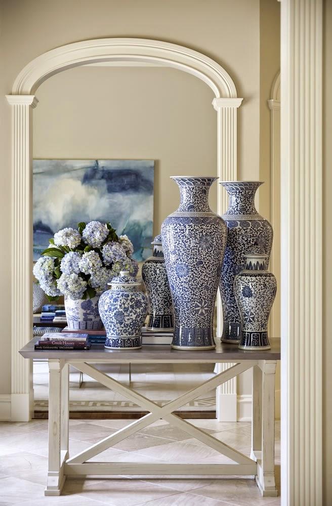 Pabla en casa decoraci n clasica y elegante en blanco y azul for Interiores de casas clasicas