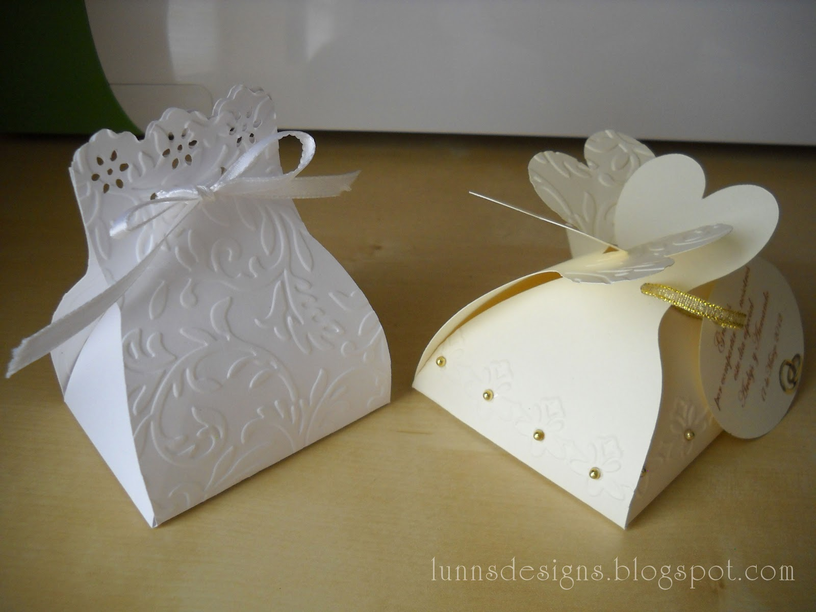 Lunns designs wedding favors the first wedding favor was made with tie the knot cricut cartridge this is a perfect cartridge if you are planning a wedding i also embossed the edges junglespirit Gallery