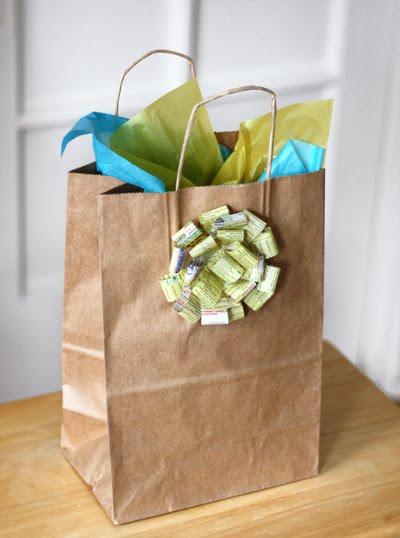 โบว์ ห่อของขวัญ ง่าย ประหยัด กระดาษใช้แล้ว ริบบิ้นง่าย ทำโบว์จากกระดาษ ผูกโบว์ง่าย ห่อของง่าย ตกแต่งจากของเหลือใช้