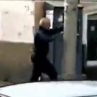 Poste provoca bêbado e é violentamente agredido!