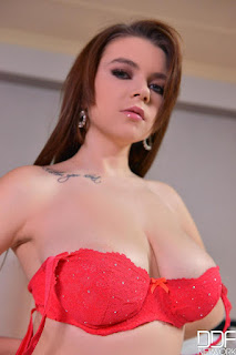Naughty Lady - rs-52826020-706232.jpg