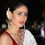 Kareena Kapoor Looks Gorgeous In White Saree with Red Blouse At 'NDTV Indian Of The Year' Awards 2013.