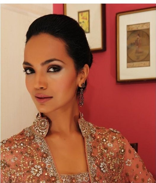 The ever gorgeous model Aamina Sheikh modelling for <b>Bina Khan</b> - pinkish%2Bsimple