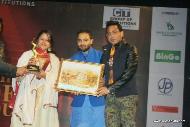 Mother and Brother of Jimmy Sharma receiving Golden Honour on Just Panjabi sponsored event PCGH