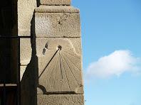 Detall del rellotge de sol d'Els Foquers