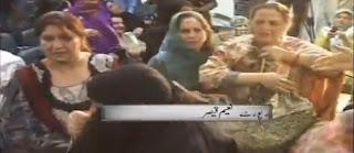 PML-N Women Fight on Yoome-e-Takbeer