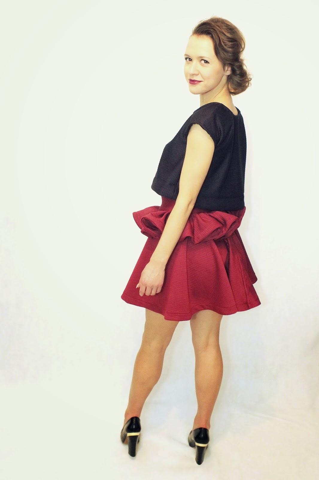komplet, MARACHIC, spódnice od młodych projektantów, spódnica, mocno rozkloszowana spódnica, spódnica z falbanką, krótki top, odważny zestaw, rozkloszowana spódnica