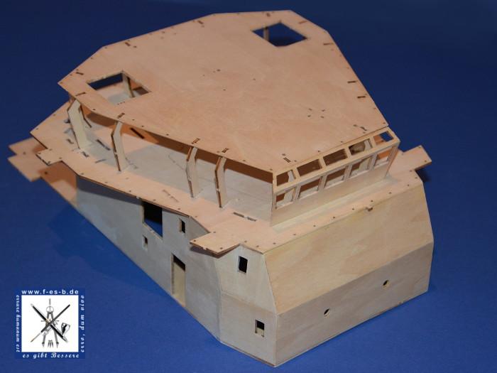 Billing Boat Fairmount Alpine Bau der Kabine - Stützen eingefügt