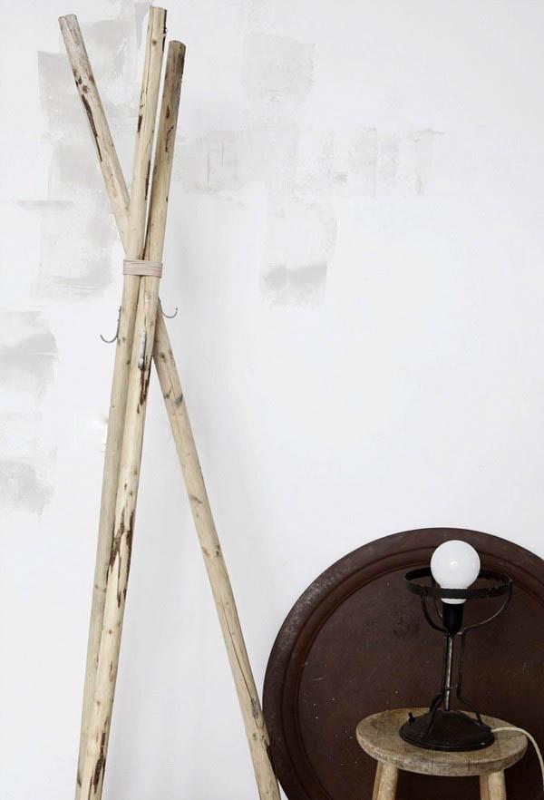 Percha con postes  de madera